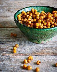 One pot wonder - lettvint gryterett - Mat På Bordet Deep Pan, One Pot Wonders, Chana Masala, Mozzarella, Healthy Snacks, Spicy, Beans, Chips, Food And Drink