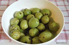 Lichior de nuci verzi rețeta veche de nucată   Savori Urbane Lime, Fruit, Food, Hoods, Meals, Key Lime, Limes