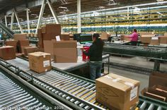 box on conveyor belts - Google Search Conveyor Belt, Future Jobs, Warehouse, Wood, Interior, Belts, Delivery, Google Search, Madeira