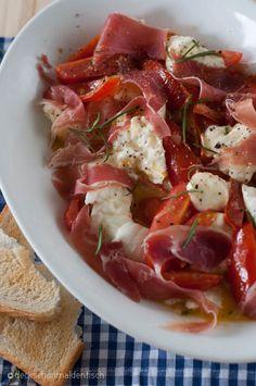 tomatenragout mit büffelmozzarella und serranoschinken