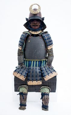 Kaga Armour - Edo period, nerigawa in excellent condition, no warping. Lacquer is perfect with no de-lamination. Tataki-nuri in brown and black with kinpaku on the bottom lames and inside the gessan, sode. Ni-mai dou with no hinge, ties either side. A very nice bullet shaped Kawari kabuto with original ukibari, original dark blue, green and orange odoshi-ge, the haidate has asa and not silk on the sangu. Hitsu with gold Mon. Armour stand, original flag pole and brackets. £3,600.00 no…
