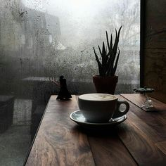 Bohemian ☆ Brew ☆ House - Rainy days spent in a coffee shop Rain Ambiance Mood Writing Weather Rain And Coffee, Coffee And Books, I Love Coffee, Coffee Break, Coffee Music, Morning Coffee, Coffee Cafe, Coffee Shop, Nyc Coffee
