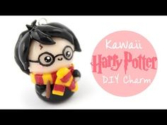 How to make a Harry Potter charm out of polymer clay! Cadeau Harry Potter, Harry Potter Bricolage, Harry Potter Charms, Anniversaire Harry Potter, Harry Potter Cake, Harry Potter Birthday, Polymer Clay Figures, Cute Polymer Clay, Polymer Clay Projects
