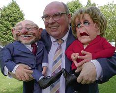 """Ein Niedererbacher will Einfluss auf den Bundestagswahlkampf nehmen. Kay Scheffel hat sich von Profis Merkel- und Schulz-Puppen fertigen lassen. Der 55-Jährige hat außerdem einen """"Mutti & Schulle""""-Song auf den Musikmarkt gebracht."""