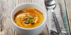 Here are 10 of the best blender soup recipes to make! If you've never made soup in your blender, you should give it a try. Some blenders are not equipped to… Basil Soup Recipe, Vitamix Soup Recipes, Bean Soup Recipes, Quick Recipes, Raw Food Recipes, Appetizer Recipes, Blender Soup, Curried Cauliflower Soup, Cooking For Dummies