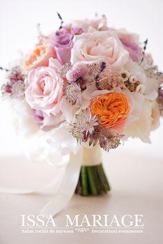 buchet mireasa cu trandafiri david austin Wedding Bouquets, Table Decorations, Wedding Brooch Bouquets, Bridal Bouquets, Wedding Bouquet, Wedding Flowers, Dinner Table Decorations