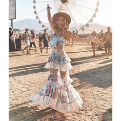Coachella - The Festival everyone talk about! Now let's take a look ate the hippy style at Coachella in the years. Coachella Festival, Music Festival Outfits, Rave Festival, Festival Wear, Festival Fashion, Music Festivals, Festival Looks, Festival Mode, Festival Style