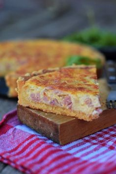 Francia sós lepény bögrésen | Rupáner-konyha Quiches, Fruits Secs Bio, Pain Bio, Food Network Recipes, Cooking Recipes, Valeur Nutritive, Good Food, Yummy Food, Hungarian Recipes