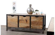 Un esprit loft très marqué pour ce meuble de rangement industriel ATELIER : l'alliance de l'acier brut et du manguier massif, le contraste des matières et des couleurs en font déjà un futur classique !