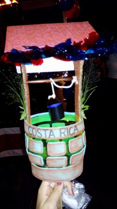 Farol Country Crafts, Recycled Crafts, Costa Rica, Ideas Para, Birthday Candles, Lanterns, Recycling, Christmas Ornaments, Diy