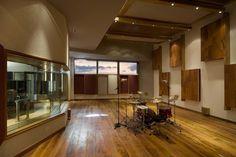 Diante do Trono's panoramic floor-to-ceiling studio/control room Audio Studio, Music Studio Room, Sound Studio, Rehearsal Room, Acoustic Design, Studio Build, Recording Studio Design, Studio Living, Simple House