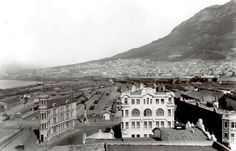 Old Pictures, Old Photos, Vintage Photos, Cities In Africa, Cape Dutch, Cape Town South Africa, Unique Buildings, Look Here, Most Beautiful Cities