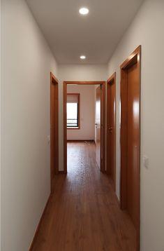 • ARCOZELO APARTMENT • apartment interior refurbishment • corridor | Portohistórica Construções S.A.