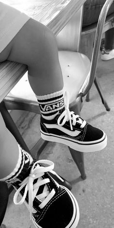 Cute Baby Boy Outfits, Cute Baby Shoes, Cute Baby Clothes, Baby Girl Fashion, Toddler Fashion, Vans Bebe, Cute Little Baby, Cute Babies, Outfits Niños