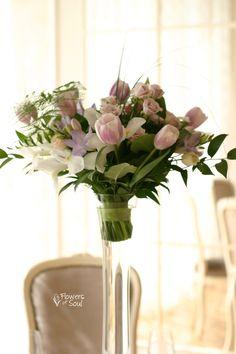 Aranjament înalt pentru masă cu flori de primăvară – Flowers of Soul Iris, Glass Vase, Wedding, Valentines Day Weddings, Irise, Irises, Weddings, Mariage, Marriage