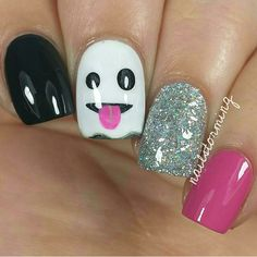 Are you looking for easy Halloween nail art designs for October for Halloween party? See our collection full of easy Halloween nail art designs ideas and get inspired! Cute Halloween Nails, Halloween Nail Designs, Cute Nail Designs, Spooky Halloween, Holloween Nails, Fall Toe Nail Designs, Halloween Emoji, Halloween Party, Frensh Nails