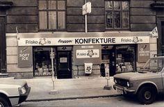 Butikker på Bryggen-dengang. I kraft af mit medlemsskab af Islands Brygges lokalhistoriske forening og arkiv, har jeg mulighed for at dykke ned i et meget omfattende billedarkiv, fra Bryggens over 100 årige historie..  Det er utroligt fascinerende og spændende at se de mange gamle billeder igennem, og gense nogle af de mennesker man er stødt på, og butikker man har handlet i, under sin opvækst på Bryggen.. #Islandsbrygge #Bryggen #Butikker #Gamlebutikker