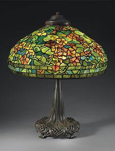 A NASTURTIUM LEADED GLASS AND BRONZE TABLE LAMP, CIRCA 1910