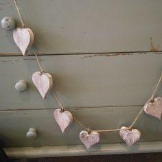 Love a wooden garland too