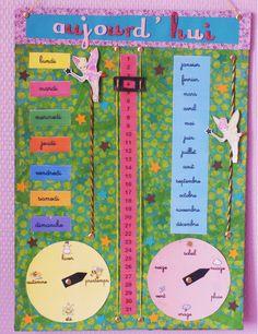 Grâce à son calendrier votre enfant pourra chaque matin mettre la date et indiquer la météo du jour. Il apprendra à se situer dans le temps. MATÉRIEL Carton format A3 Serviettes Vernis colle Colle Ciseau Papiers cartonnés 2 mini pinces à linge Plastifieuse ou couvre livre adhésif Raphia Attaches parisiennes Ruban adhésif Gommettes lettres Perforatrice …