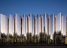 Built by Patterson Associates in New Plymouth, New Zealand with date Images by Patrick Reynolds. The Len Lye Centre is New Zealand's only single artist museum and its design is deeply influenced by the life, ideas,. World Architecture Festival, Facade Architecture, Architecture Today, Chinese Architecture, Kengo Kuma, Facade Design, Plymouth, Art Museum, Icon Design