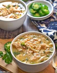 (EASY) Spicy White Chicken Chili is my absolute favorite comfort food for fall and winter! You can make this in less than 30 minutes. Fall Soup Recipes, Chili Recipes, Dinner Recipes, Dinner Ideas, Classic Soup Recipe, White Chicken Chili, White Chili, Cooking Recipes, Healthy Recipes