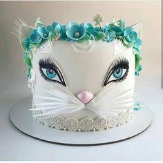 No photo description available. Pretty Cakes, Beautiful Cakes, Amazing Cakes, Bolo Artificial, Kitten Cake, Cupcake Cakes, Cupcakes, Animal Cakes, Just Cakes