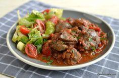 Ficat de pui cu sos de roșii, usturoi și legume - mâncare sau tocăniță de ficăței | Savori Urbane Tasty, Yummy Food, Ethnic Recipes, Salads, Delicious Food, Good Food