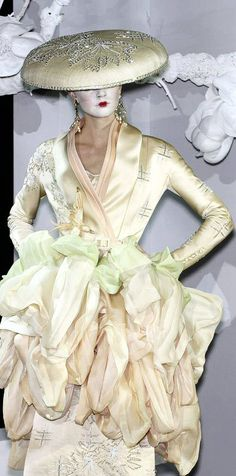 Galliano Dior, John Galliano, Christian Dior, Givenchy, French Fashion Designers, Dior Couture, Fashion Room, Asian Style, New Look