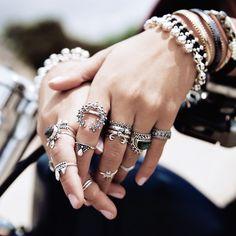 45 sublimes bagues à accumuler sur vos jolis doigts hâlés ! - Les Éclaireuses