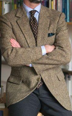 Details Apr 2014 Vintage Cifonelli Donegal SC, Belisario is part of Sport jacket men - Der Gentleman, Gentleman Style, Vintage Gentleman, Blazer Outfits Men, Blazer Fashion, Fashion Outfits, Mens Fashion Suits, Mens Suits, Stylish Men