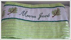 Toalha de banho para ela bordada em ponto Cruz...por Telma Mendonça