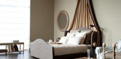 Créez une chambre harmonieuse avec un tas de coussins.