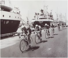 1971 9/7 rit 12 Marseille > Eddy Merckx and his breakaway group, 9 riders, riding through the empty streets and harbour of Marseille to the finish line. Luciano Armani will win the stage