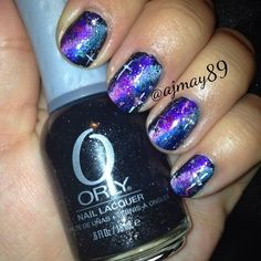 How do you make a galaxy nail even more amazing? @ajmay89 adds a Northern Star to take this look over...