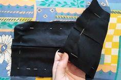 Dáme pozor, aby špendlíky boli zarovno aj s čiarami zo spodnej časti rúška. Bags, Masks, Handbags, Bag, Totes, Hand Bags