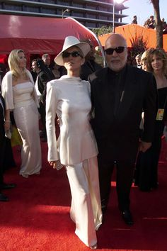 Celine Dion in This All-White Getup (1999)   The 16 Craziest Oscar Fashion Moments Of AllTime