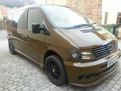 Mercedes Benz Vito w638 bronce color bronze Mercedes Benz Vito, Mercedes Vito Camper, Vanz, Cool Vans, Cars And Motorcycles, Camping, Pumps, Vehicles, 4x4 Van