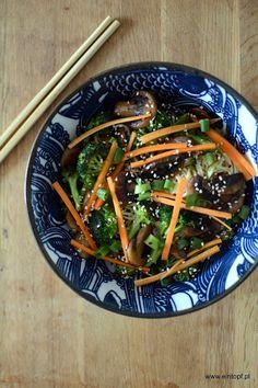 eintopf: makaron soba z grzybami i brokułami