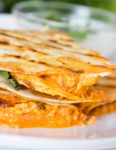 Buffalo Chicken Quesadillas loaded with rotisserie chicken, buffalo sauce, ranch, and lots of cheese. These DELICIOUS extra crispy quesadillas are SO easy to Chicken Recipes For Kids, Baked Chicken Recipes, Quesadilla Maker Recipes, Healthy Quesadilla, Easy Dinner Recipes, Easy Meals, Dinner Ideas, Easy Recipes, Buffalo Chicken Nachos