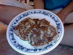 Banana Flax Seed Pancakes! 1 egg, 1 mashed banana, 1 Tbsp. flax seed meal. SO DELICIOUS! 3 WW PP :) @Taralynn McNitt