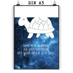 Poster DIN A3 Schildkröte Seitlich aus Papier 160 Gramm  weiß - Das Original von Mr. & Mrs. Panda.  Jedes wunderschöne Motiv auf unseren Postern aus dem Hause Mr. & Mrs. Panda wird mit viel Liebe von Mrs. Panda handgezeichnet und entworfen.  Unsere Poster werden mit sehr hochwertigen Tinten gedruckt und sind 40 Jahre UV-Lichtbeständig und auch für Kinderzimmer absolut unbedenklich. Dein Poster wird sicher verpackt per Post geliefert.    Über unser Motiv Schildkröte Seitlich      Verwendete…