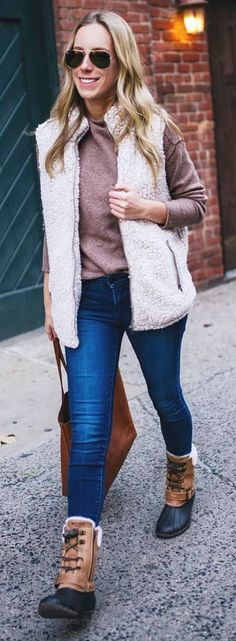 40 Memorizing Winter Outfits To Try Now Vest Outfits, Winter Outfits, Winter Fashion, Women's Fashion, Fashion Outfits, Casual Trends, Sleeveless Coat, Teen Clothing, Fall Clothes