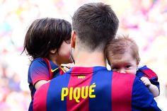 Shasha Piqué salta al campo por primera vez con su padre y su hermano Milan - Foto 3