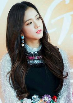 Jisoo Blackpink is an idol singer, actress, model, Korean MC. Member of the Black Pink girl group formed and managed by YG Entertainment. Blackpink Jisoo, South Korean Girls, Korean Girl Groups, Black Pink ジス, Blackpink Members, Blackpink Photos, Jennie Blackpink, 2ne1, Super Junior