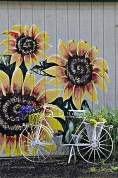 43 Creative DIY Garden Art Design Ideas And Remodel 32 garden Mural Floral, Sunflower Art, Sunflower Paintings, Giant Sunflower, Fence Art, Dog Fence, Pallet Fence, Diy Garden, Yard Art