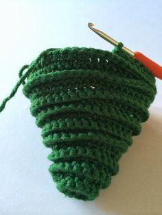Annoo's Crochet World: Tree Ornaments Free Pattern