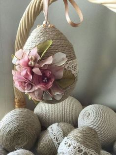 Easter eggs that are decorated with twine and lace! This is a must DIY Easter craft. Get our solid polystyrene / Styrofoam eggs, craft glue, rustic twine, lace, hanging pins and ribbon. This makes one - Easter Photos Twine Crafts, Glue Crafts, Crafts To Do, Diy Crafts, Easter Egg Crafts, Easter Projects, Easter Eggs, Diy Ostern, Diy Easter Decorations