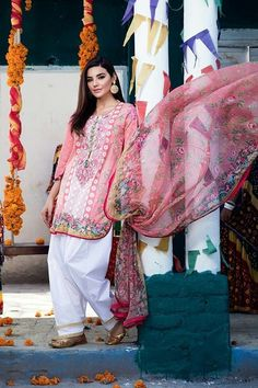 Castala added a new photo. Pakistani Fashion Casual, Pakistani Dresses Casual, Pakistani Dress Design, Indian Dresses, Indian Outfits, Indian Fashion, Pakistani Lawn Suits, Pakistani Couture, Stylish Dresses