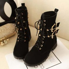 """Color: Black Heel height: in with the 1.7 """" Boots Height: 6.5 """" Toe Shape: Round Heel shape: flat Thickness: thick Upper material: Leather Cortical features: leather Sole Material: Rubber The way they dress: front lace Tube high: in-tube Pattern: Solid Fashion boots paragraph: Martin ..."""